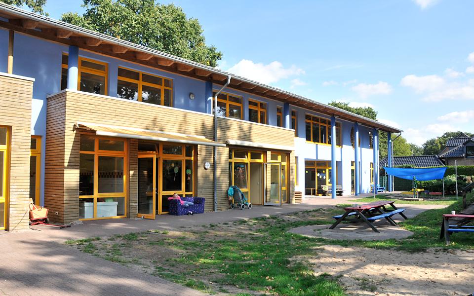 Das Blaue Haus, das Zentrum der Lebenshilfe, von hinten fotografiert..