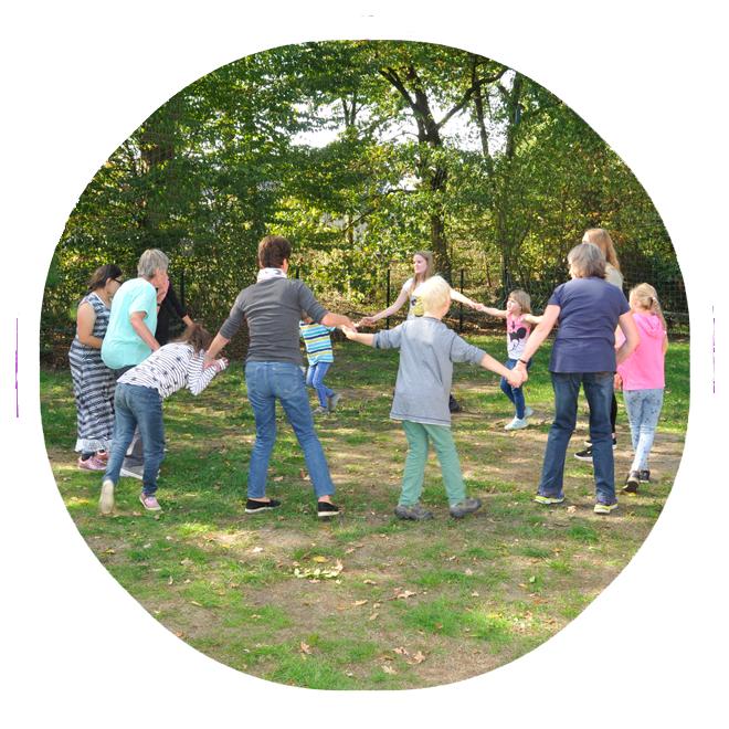 Ein Kreisspiel mit vielen Kindern im Rahmen der OGTS der Lebenshilfe Kaltenkirchen.