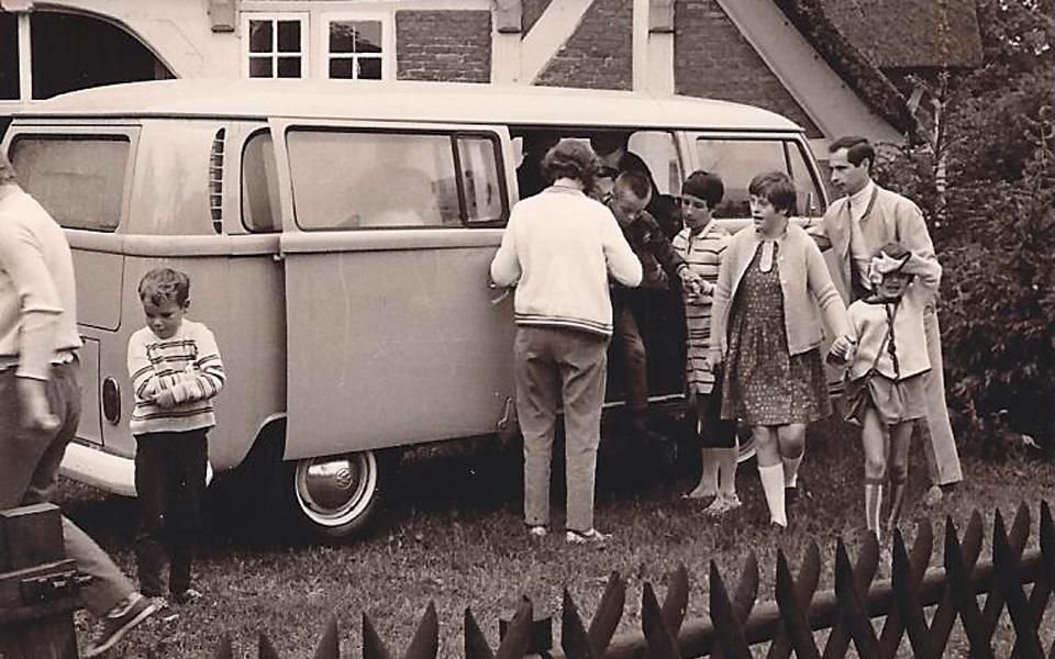 Der gespendete VW-Bus kurz nach der Gründung